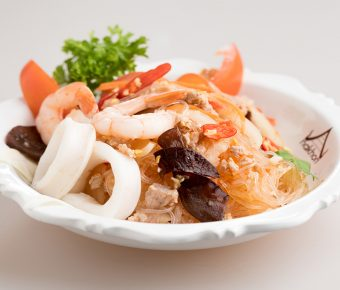 Thai vermicelli salad with seafood